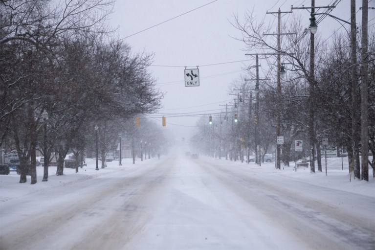 Severe winter weather affects the United States, millions of people without electricity