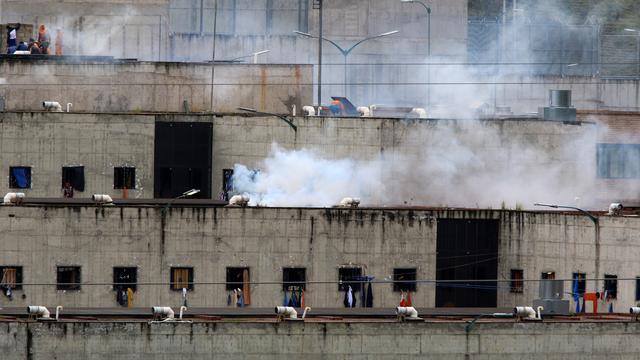 At least 38 people were killed in violence between rival gangs in Al-Turi prison in Cuenca.