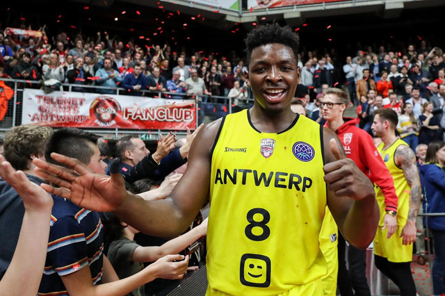 Former Antwerp Giants player sings about the multicultural love of Belgium - other sports