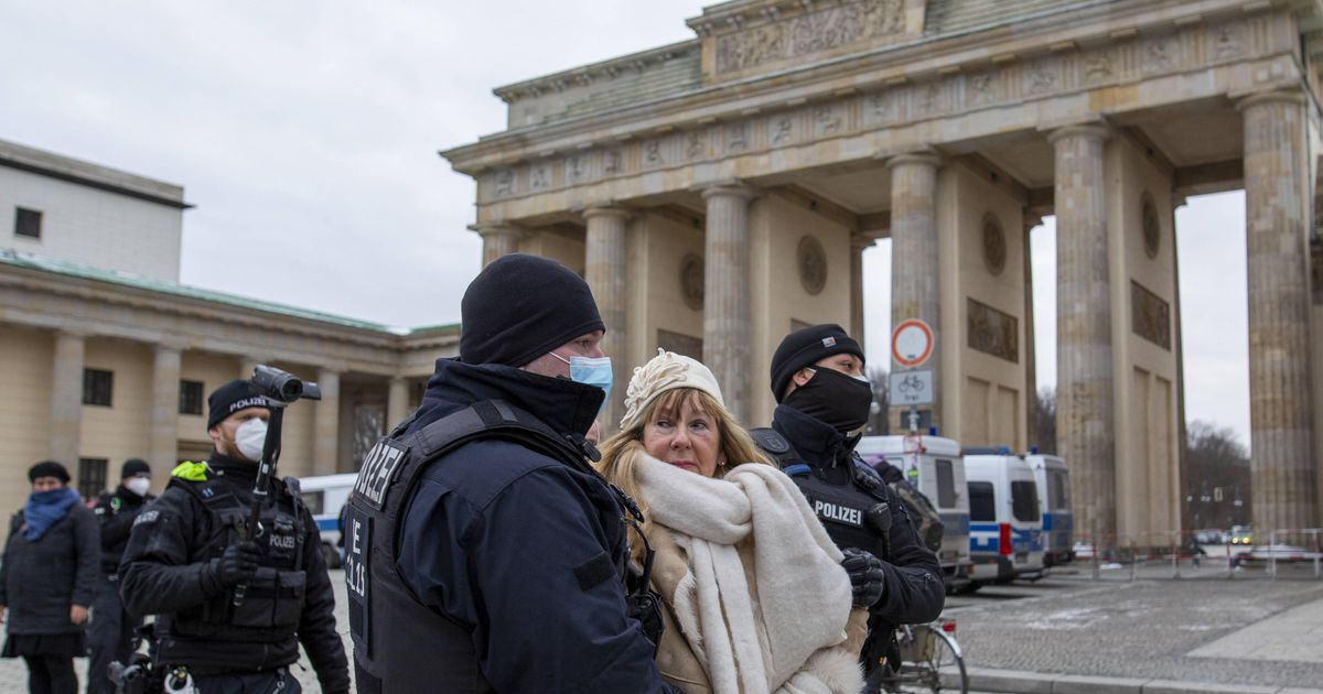 """""""German scientists should have justified the lockdown and increased fear""""    abroad"""