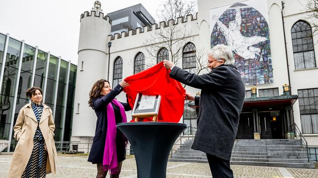 The artwork was unveiled on Saturday in front of Paleis-Raadhuis in Tilburg.