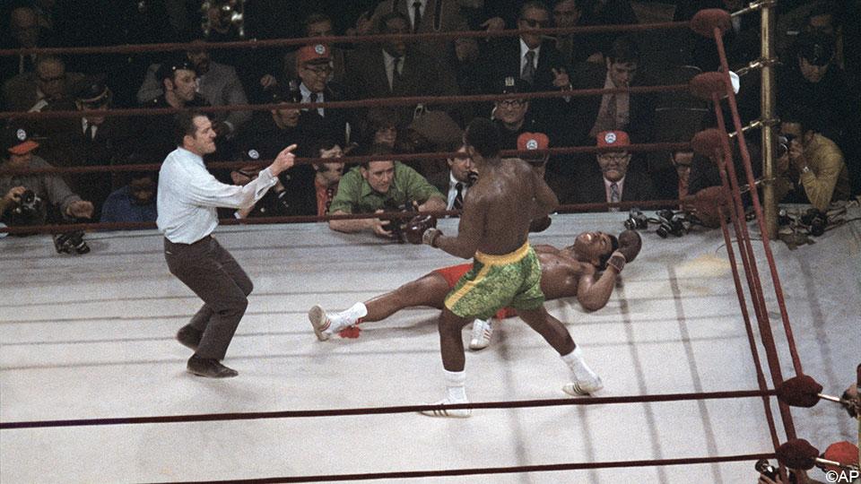 """3/8/1971, Ali-Frasier Fight of the Century: """"Black America vs. White America""""    Boxing"""