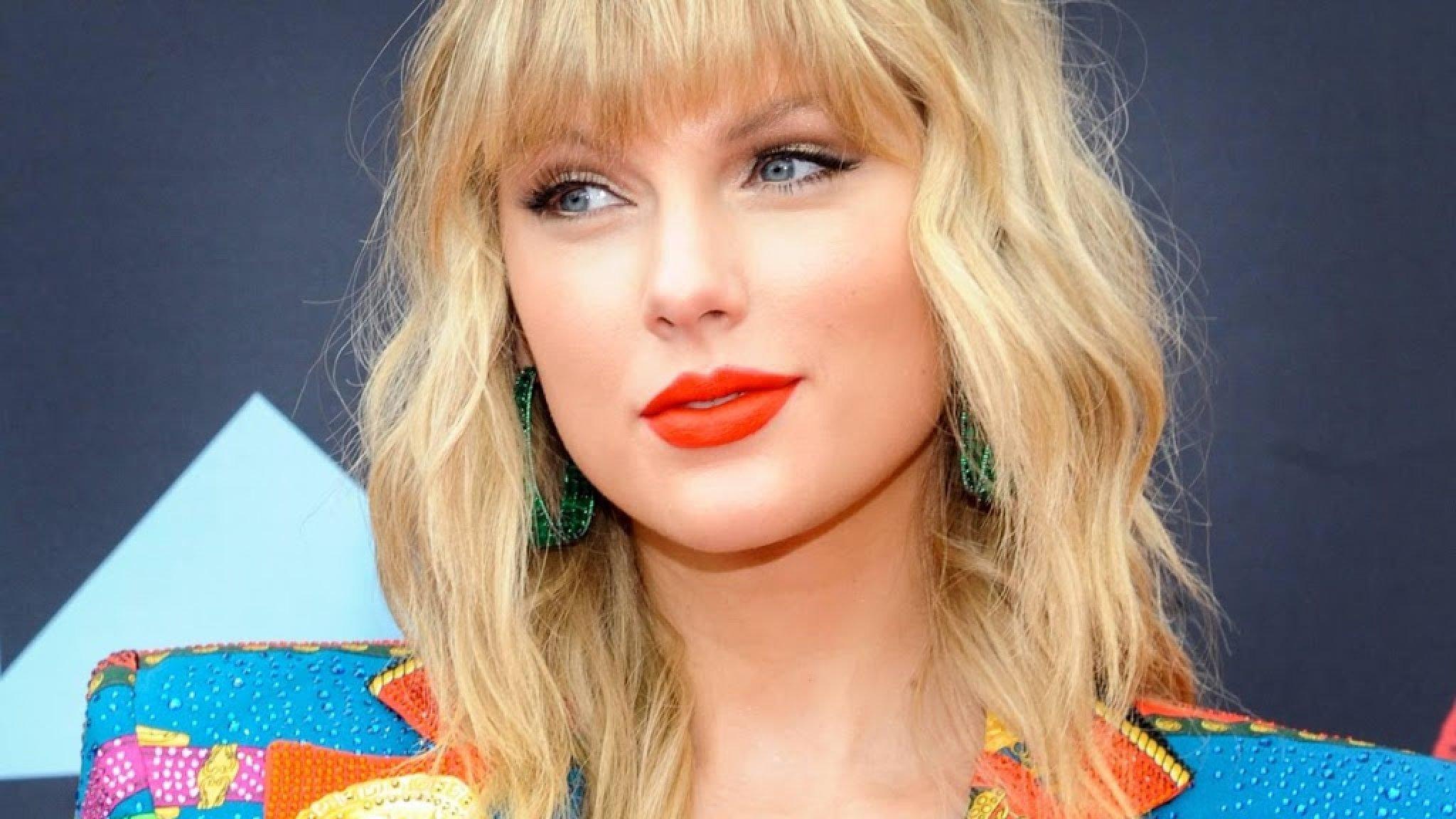 Taylor Swift and mom donate to Corona victim