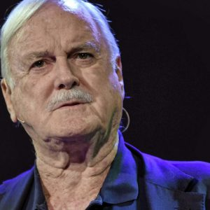 John Cleese makes fun of Quinn |  Entertainment