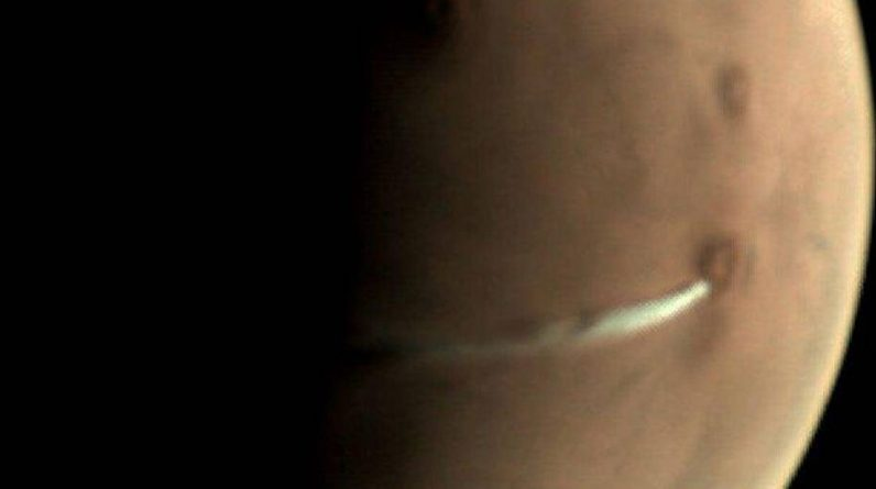 Solve the mystery of a mysterious cloud on the planet Mars |  Science and Planet