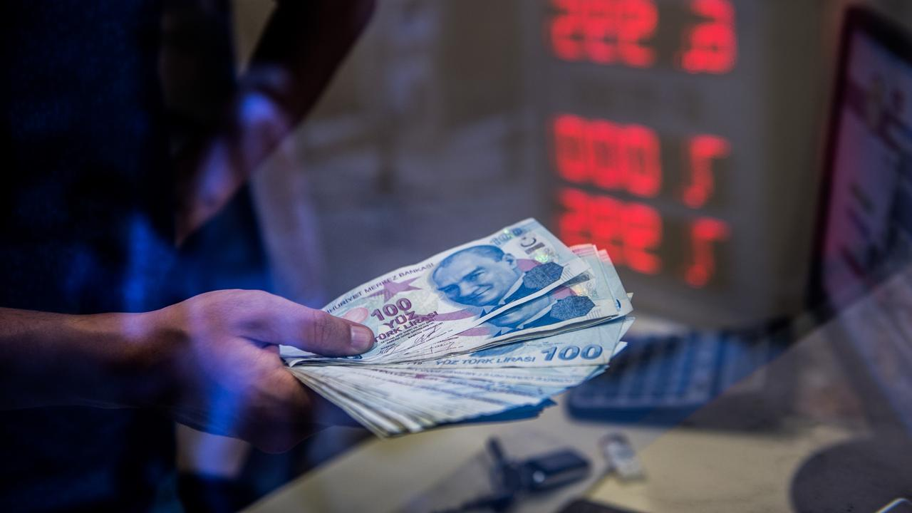 The Turkish lira drops 15 percent after the third resignation of the Central Bank |  Currently
