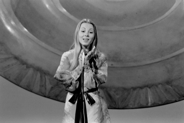 Tunesha represents Portugal in the Eurovision Song Contest (1971)