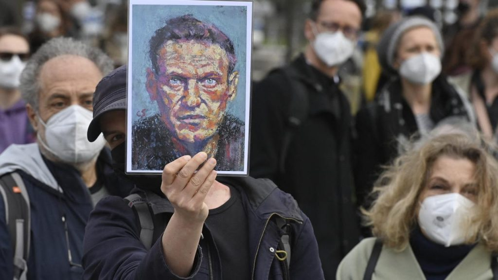 Doctors plead with Kremlin critic Navalny to stop hunger strike |  right Now
