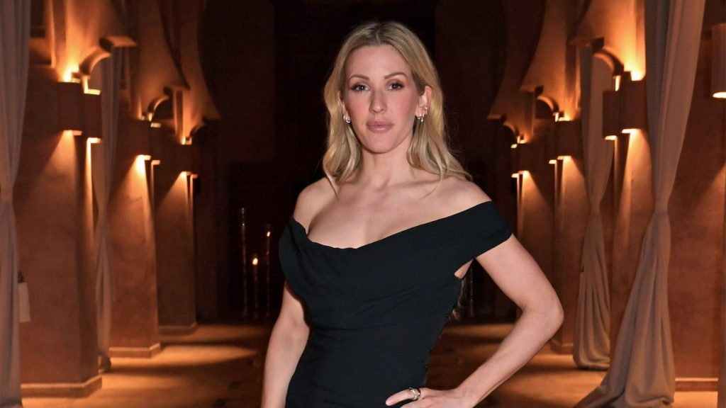 Extremely pregnant Ellie Goulding literally poses for herself for a photo op