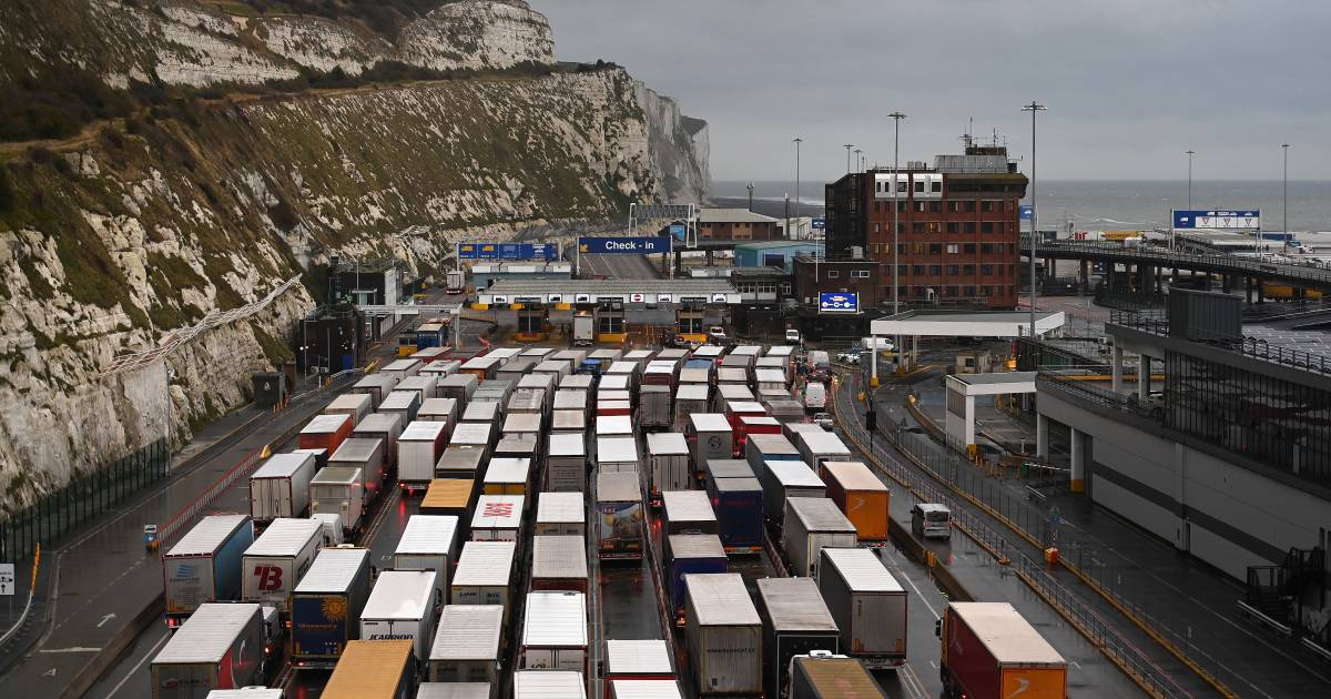 Hundreds of Dutch drivers are stuck in the UK |  abroad