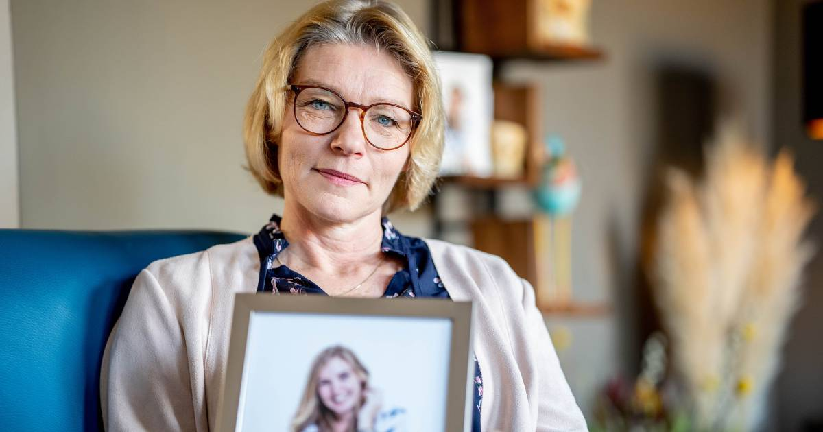 "In less than ten weeks, Annefleur, 28, has blown up with ovarian cancer: ""We were there with our dead daughter"" 