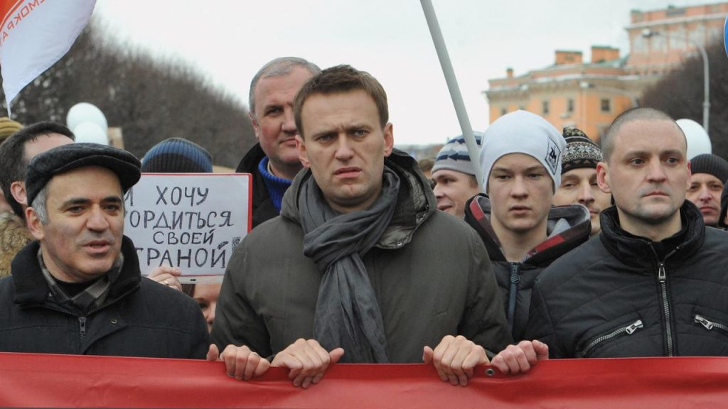 Kremlin critic took Navalny to the prison camp hospital  right Now