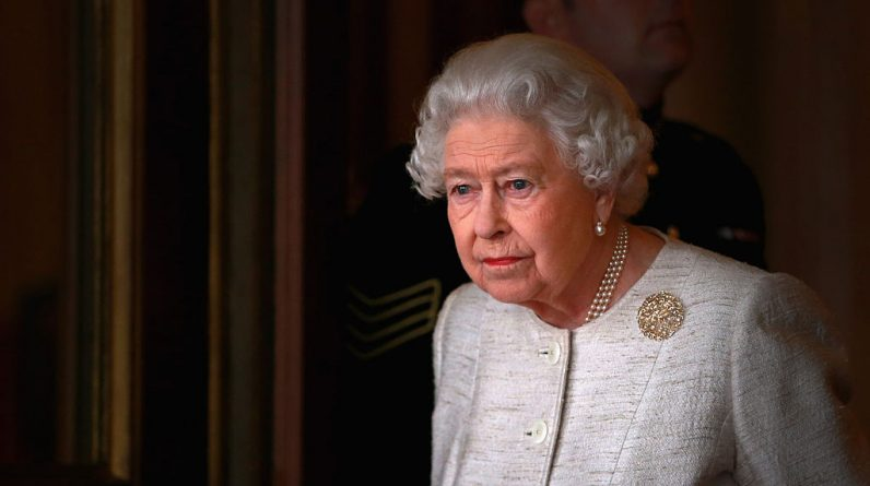 Queen Elizabeth resumes her duties and is now back to work