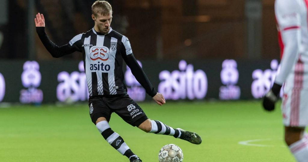 Van der Water (Heracles) is missing from training: The striker is already on his way to America |  Heracles