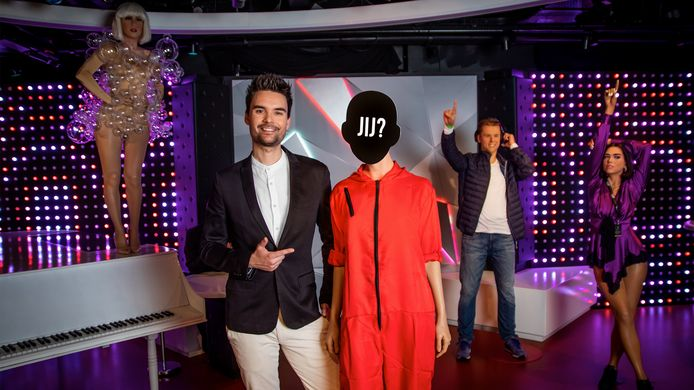 Which listener would get a wax figure?