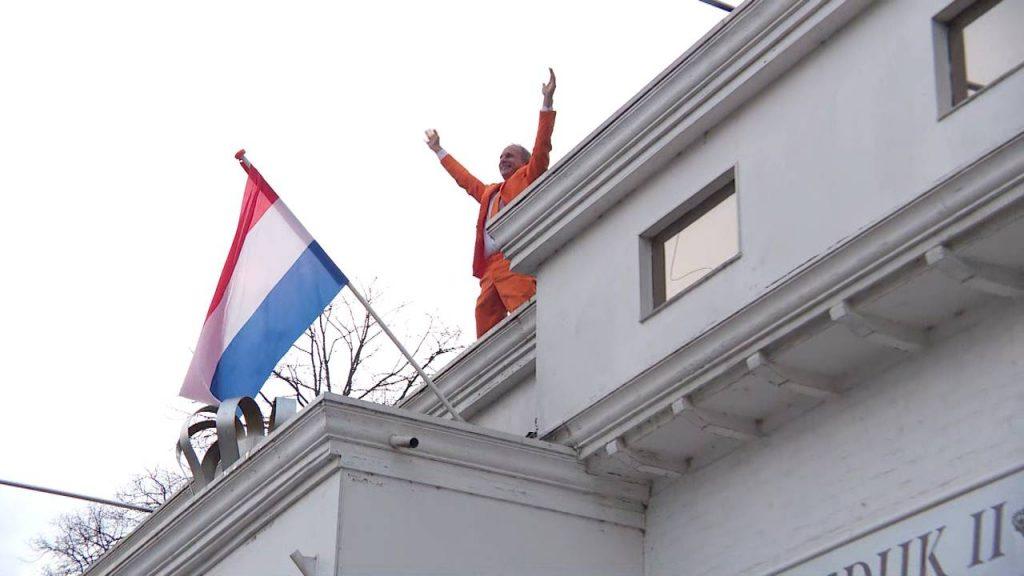 Johan Vlemmix bij zijn eigen Paleis Soestdijk ll in Eindhoven (foto: Omroep Brabant).