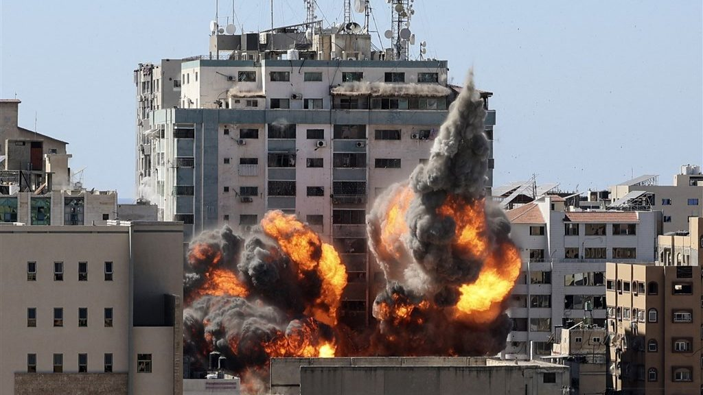 Rocket attack on buildings in the Gaza Strip and many offices with the media