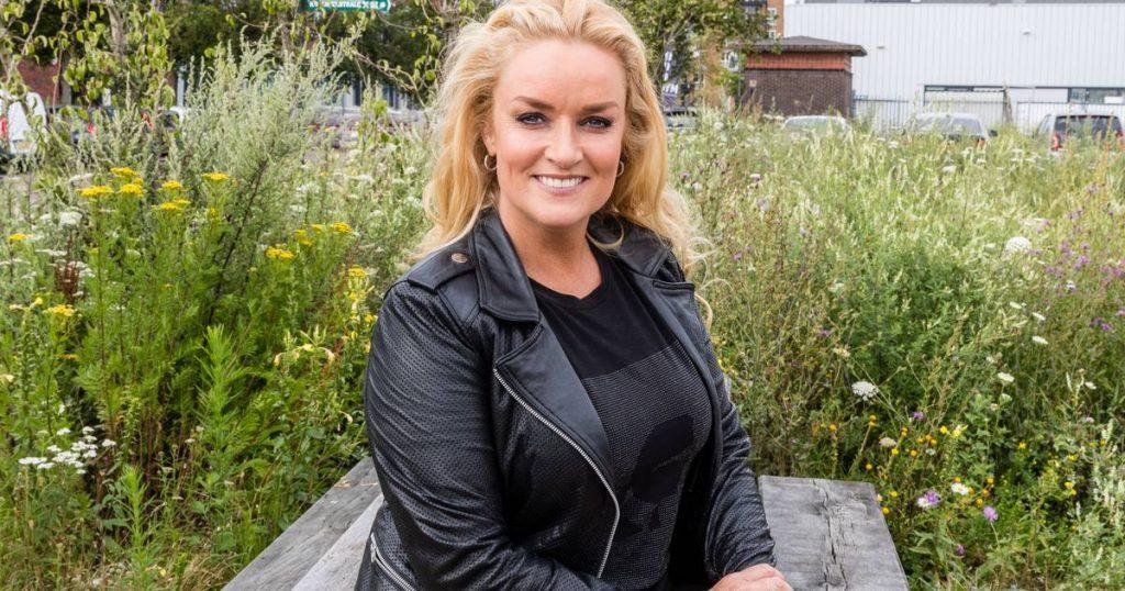 Samantha Stenwick Saves Three Baby Ducks From The Hole: 'Break My Heart' |  The Hague