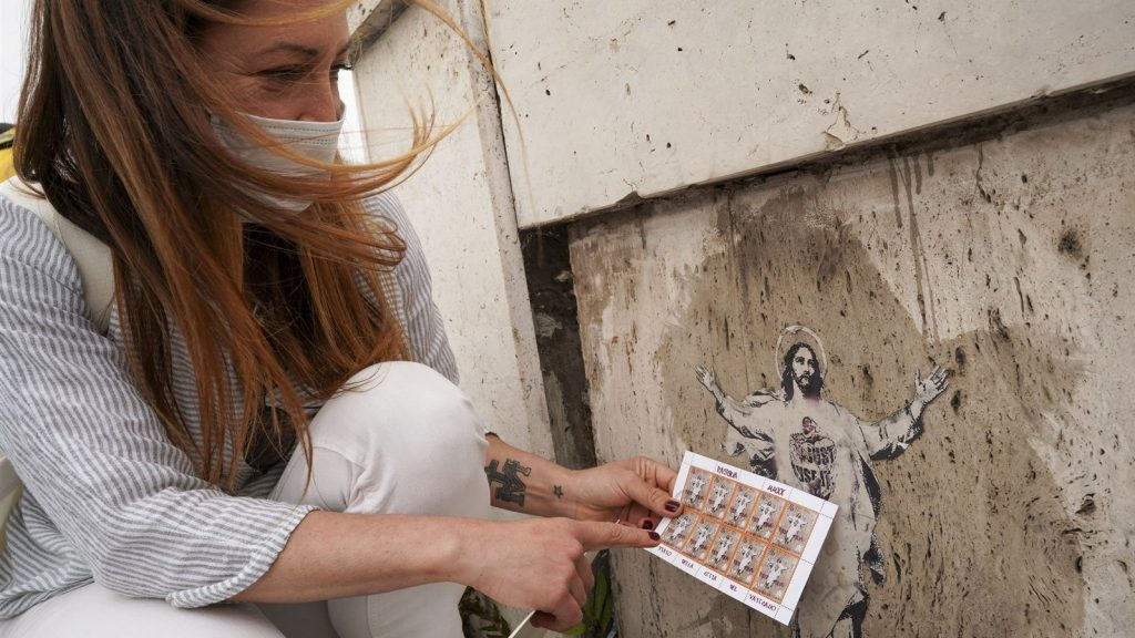 """She takes the Vatican artist to court to seal """"she"""" Christ"""