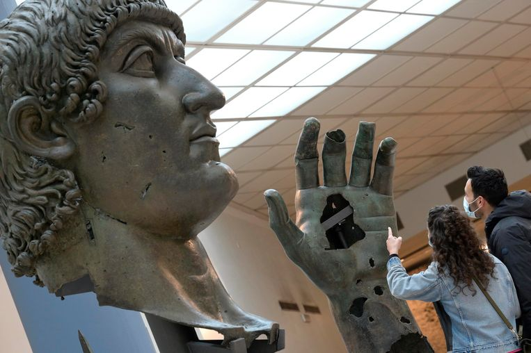 The colossal statue of Roman Emperor Constantine lost its finger after 500 years
