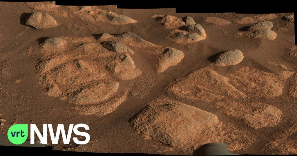The perseverance of the robotic arm begins scientific research and fires lasers at rocks