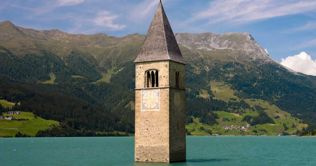The village of Sunken arose after decades from an Italian lake, known by Netflix    abroad