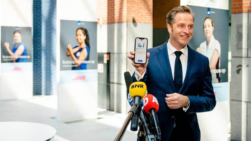 De Jonge: Don't download the app yet if you don't need it