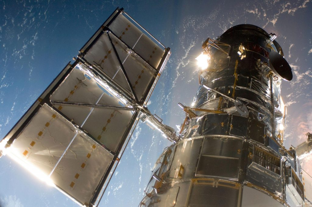 NASA struggles to fix Hubble Space Telescope computer failure in the 1980sثماني