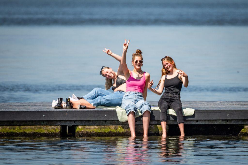 """Warmer than average in the northern hemisphere through August"" - Wel.nl"