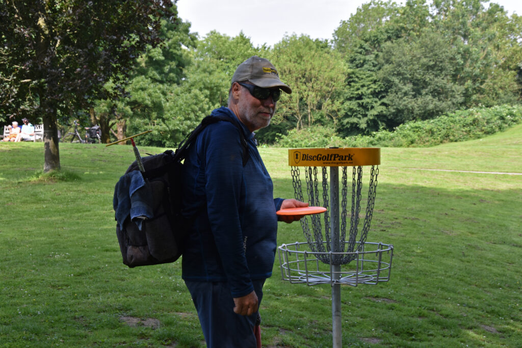 Henry with disc golf at Park Oudegein.