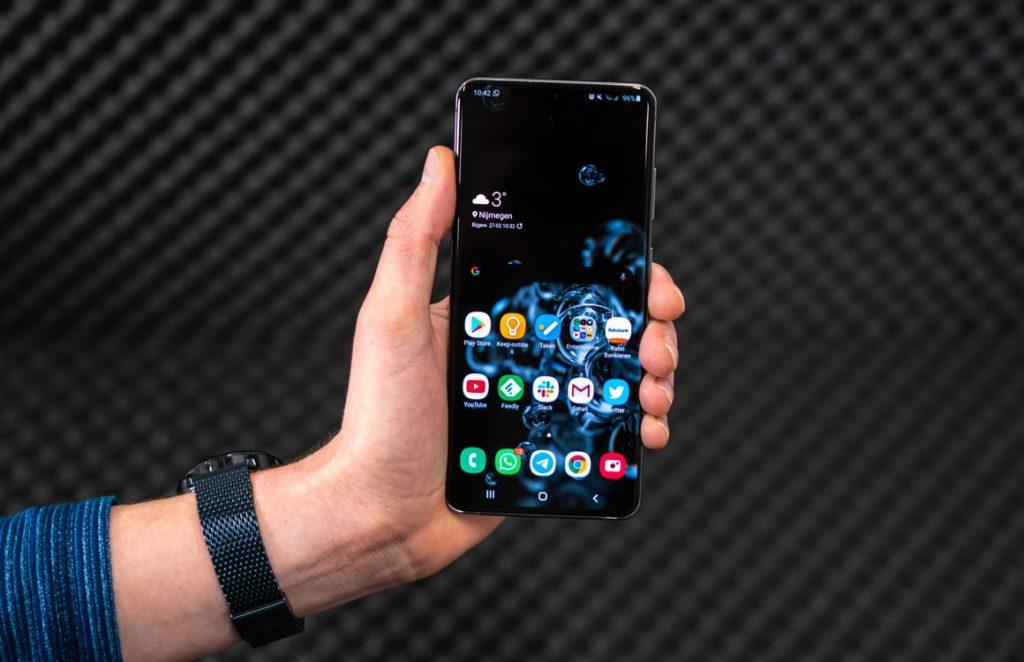 Samsung Galaxy S20 screen suddenly breaks