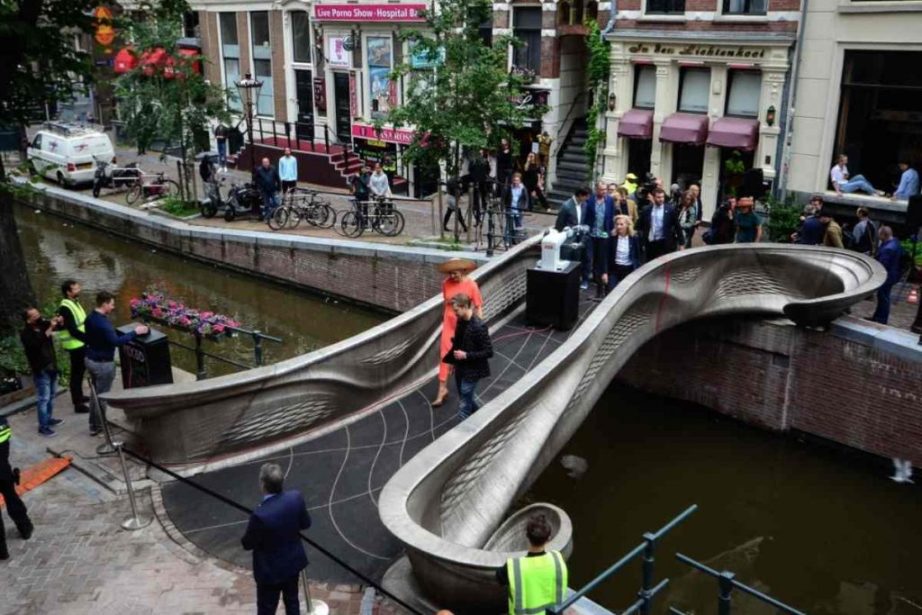 The world's first 3D-printed steel bridge is now in Amsterdam