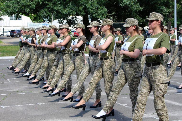 Anger in Ukraine: female soldiers are walking in heels