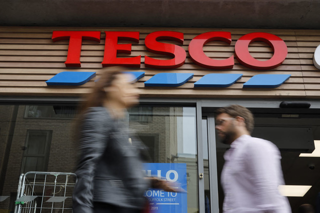 British supermarket chain Tesco attracts truck drivers with a bonus - financial and economic news - trends