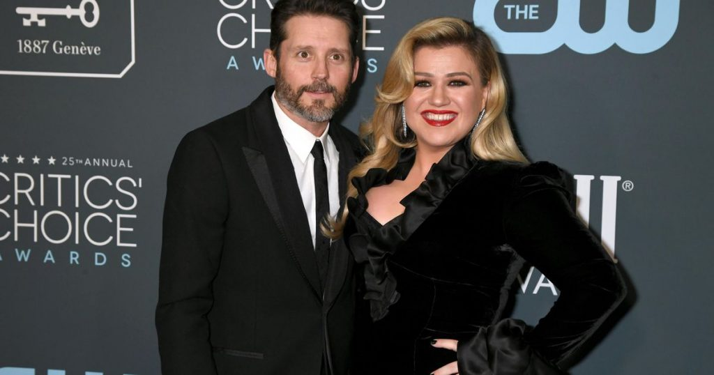 Kelly Clarkson wants to be officially declared single |  stars