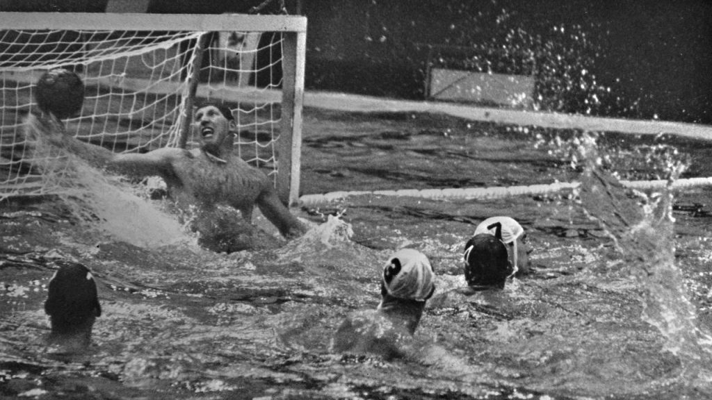 Return to Tokyo 1964: Team at the water polo pool