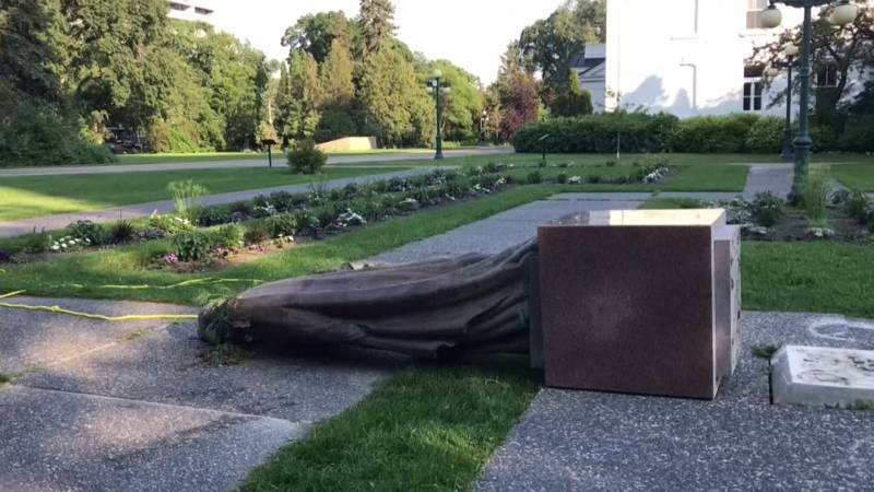 Statue of Elizabeth overturned during a protest in Canada