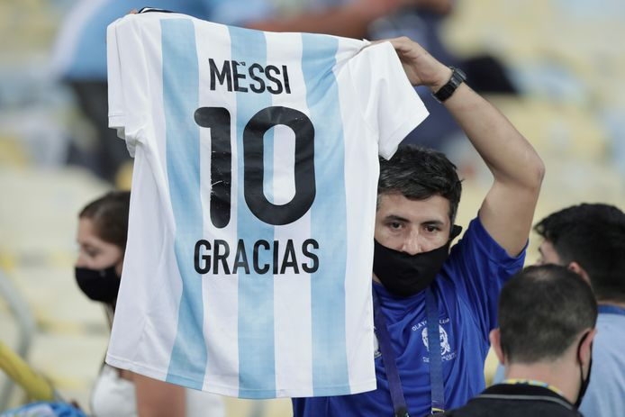 An Argentine fan in the Maracana thanks Messi.