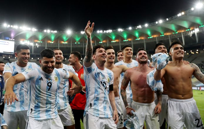 The Argentine national team celebrates during the awards ceremony.