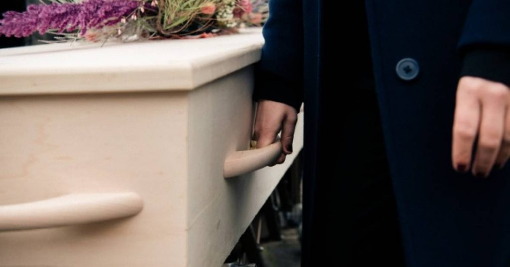 """A """"friend"""" cheats on her family at a French funeral and steals jewelry from an open coffin    Abroad"""