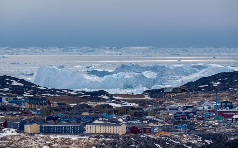 No snow was observed but it rained for the first time at the highest point of the Greenland ice sheet