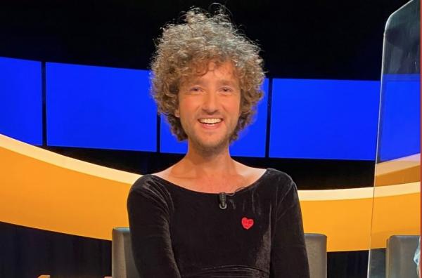 Rikkert van Huisstede charms viewers of Smartest Man in a black dress