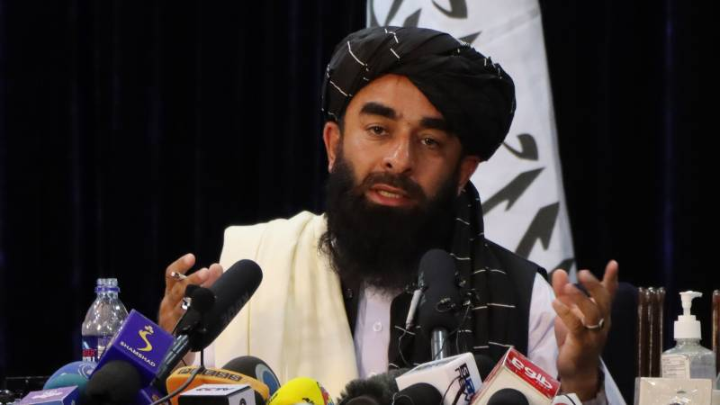 Taliban wants to stop evacuating Afghans, foreigners get another week