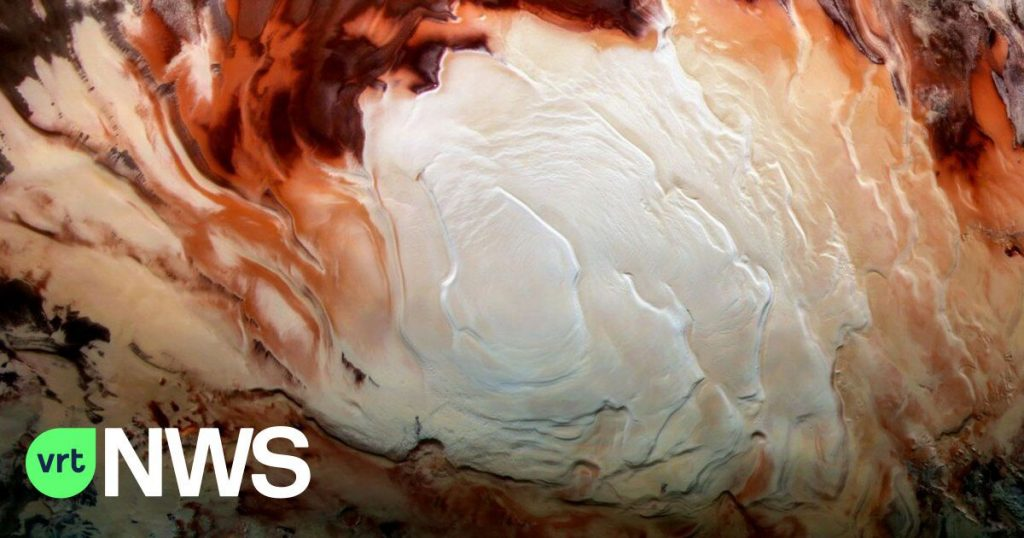 'Underground lakes' of liquid water on Mars are becoming more likely