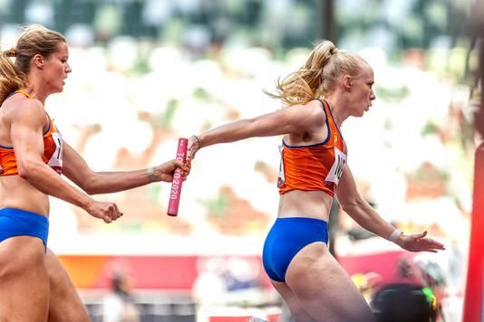 Dafne Schippers passes the baton to Marije van Hunenstijn.
