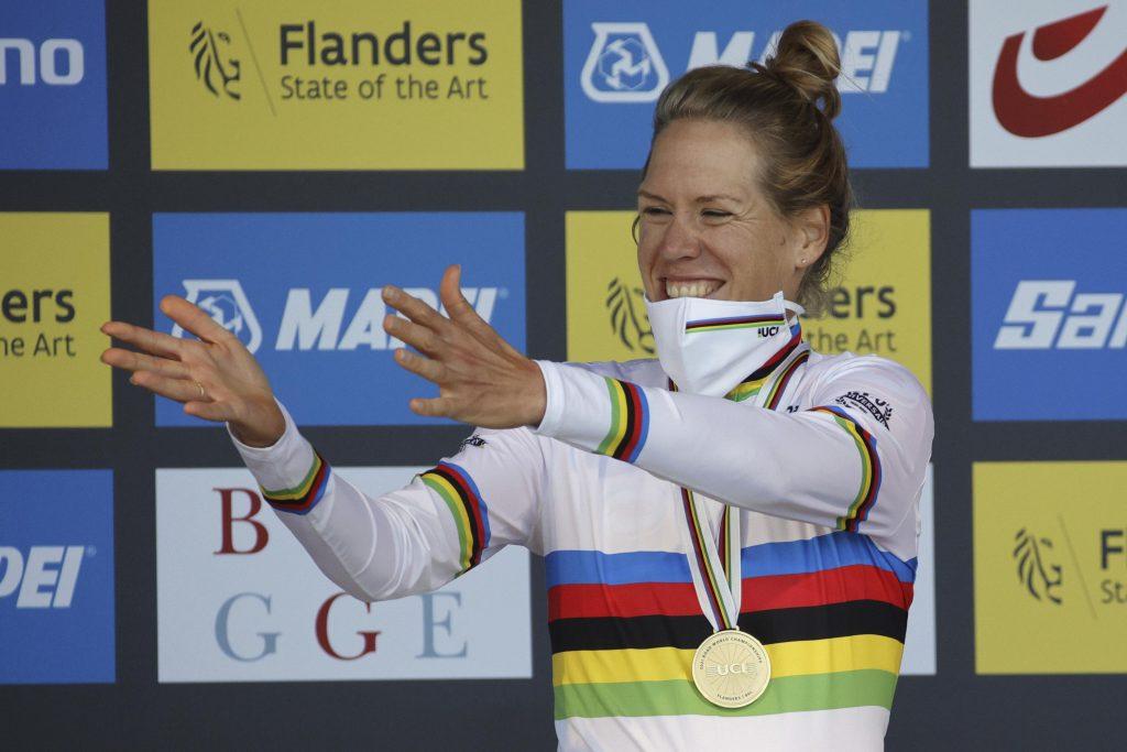 Eileen van Dijk wins her second cycling world title