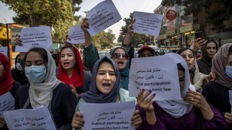Kabul's new mayor orders female employees to stay at home