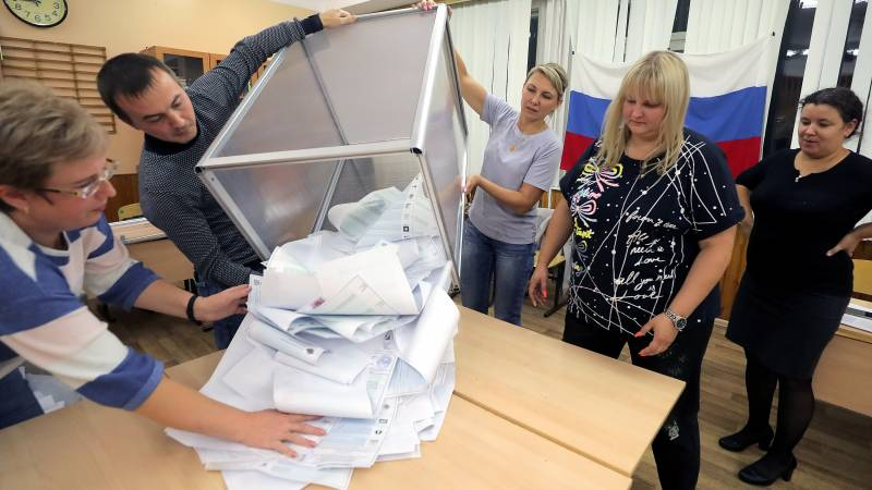 Putin's party retains a majority in parliament and the communists gain ground
