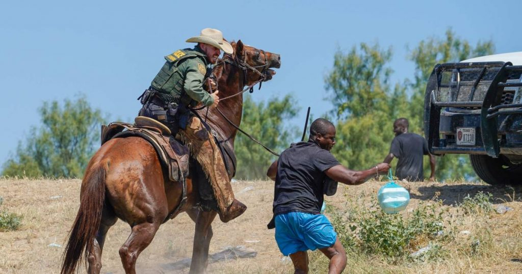 Reaction shocked to photos of US border police chasing migrants on horseback |  Abroad