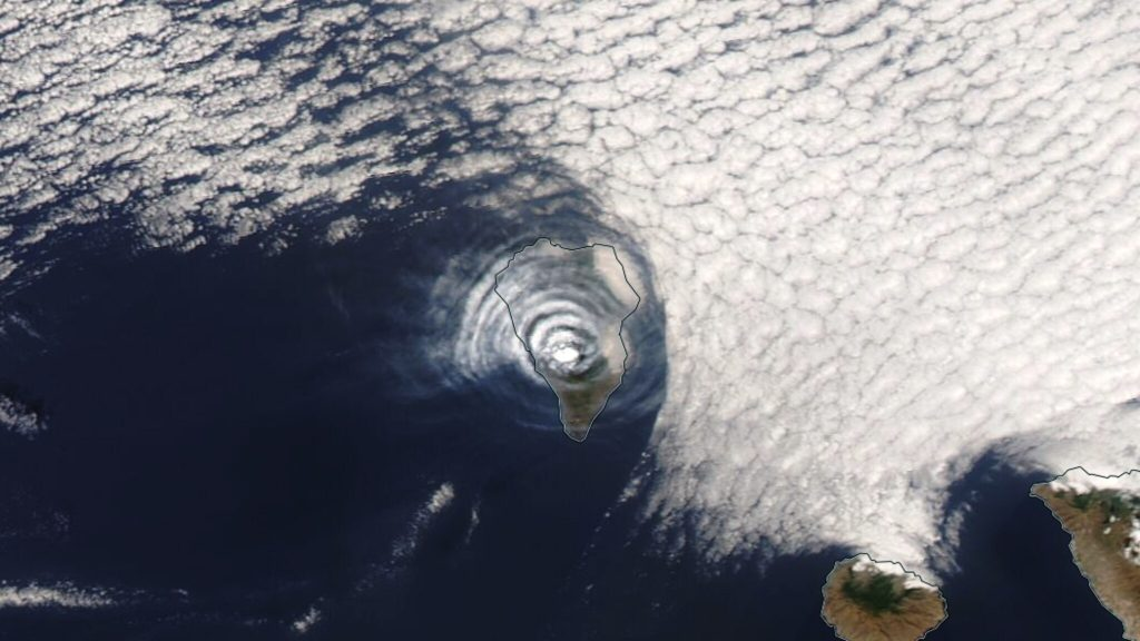 Beautiful image of a volcanic sky over La Palma, but what are we actually seeing?